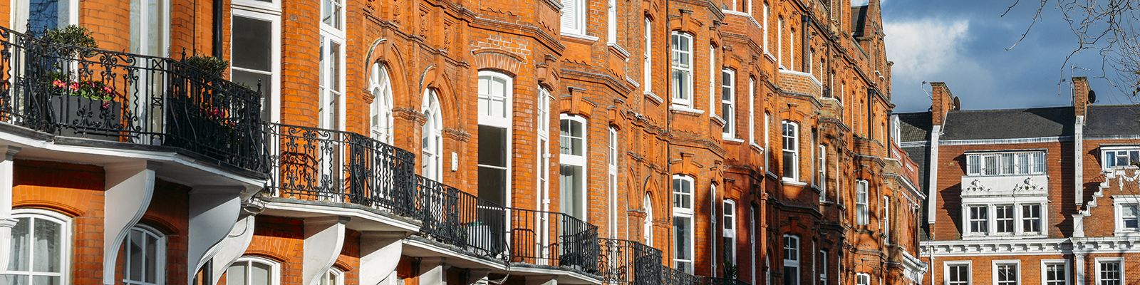 Expensive Edwardian block of period red brick apartments ...